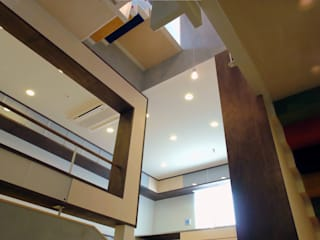 コンサートホールを内包した住宅 オリジナルスタイルの 玄関&廊下&階段 の BANKnote オリジナル
