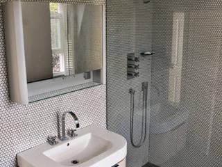 En-suite shower room: modern Bathroom by Wodu Architects