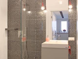 Mieszkanie 56 m² w Ząbkach pod Warszawą Nowoczesna łazienka od Sceneria Nowoczesny