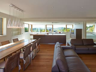 Taigh Sonas: modern Living room by Simon Winstanley Architects