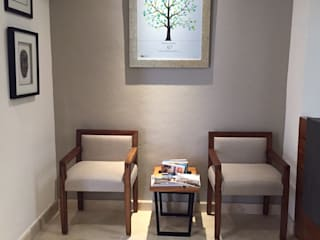 Marival Hotel Office: Pasillos y recibidores de estilo  por DECO Designers