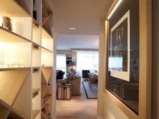 Pasillos, vestíbulos y escaleras de estilo clásico de Sube Susaeta Interiorismo Clásico