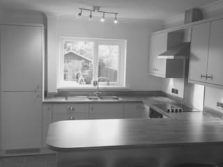 Mrs Oliver, St Athan. Classic style kitchen by Kite Kitchens Ltd Classic