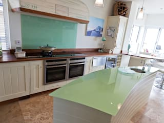 Aquamarine Classic style kitchen by Thoroughly Wood Classic