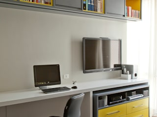 Oficinas y tiendas de estilo  por CARMELLO ARQUITETURA