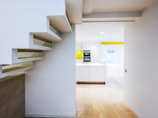 Corridor & hallway by Gavin Langford Architects, Modern