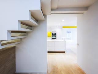 Pasillos y vestíbulos de estilo  de Gavin Langford Architects, Moderno