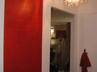 Un appartement dans Paris.: Couloir et hall d'entrée de style  par Rouge Amande