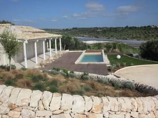 Giardino Cudiano vista piscina e zona sensoriale di William Inclimona Mediterraneo