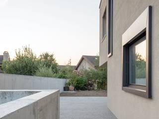 Wohnhaus in Kilchberg: moderne Häuser von Frei + Saarinen Architekten