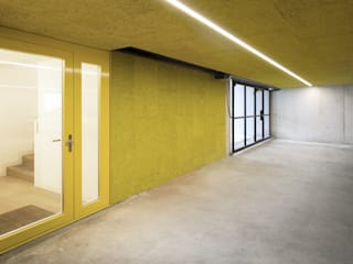 Wohnhaus in Kilchberg Moderner Flur, Diele & Treppenhaus von Frei + Saarinen Architekten Modern
