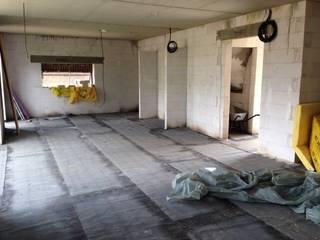 Rohbau Situation: moderne Küche von Küchen und Hausgeräte Ellermann