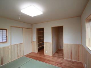 Спальня в эклектичном стиле от 鈴木住建 Эклектичный