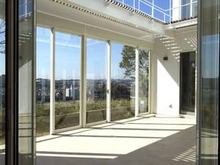 Modern Terrace by (有)設計工房TOGAWA Modern