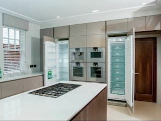 The Cloisters, Stanmore:  Kitchen by Cococucine
