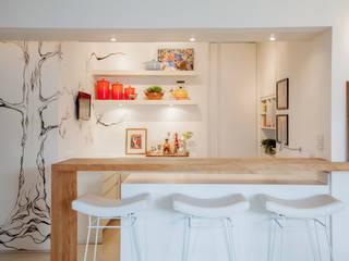 Cocinas de estilo  por Helô Marques Associados
