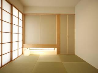 和室: 有限会社クリエデザイン/CRÉER DESIGN Ltd.が手掛けた寝室です。,
