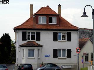 Straßenfassade mit Gaube (vorher):   von architektur WEIDE