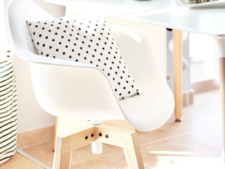 Urządzamy białą jadalnię! od Le Pukka Concept Store Skandynawski