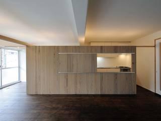 M-Room: ADS一級建築士事務所が手掛けたリビングです。