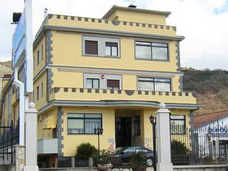 OPERE EDILI CIVILI E INDUSTRIALI - AREE DI SERVIZIO:  in stile  di Costruzioni Santangelo S.r.l.