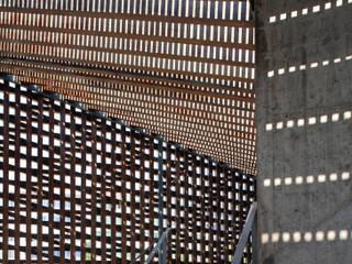 Pavillon außen: moderne Häuser von tillschweizer.co
