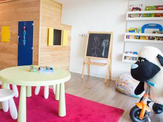 Dormitorios infantiles escandinavos de Ângela Pinheiro Home Design Escandinavo Madera Acabado en madera