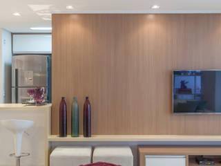 MARCY RICCIARDI ARQUITETURA & INTERIORES Minimalistische Wohnzimmer