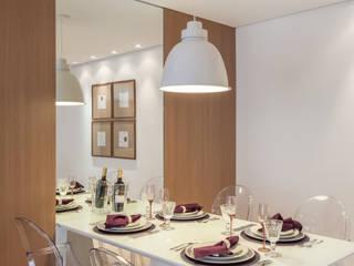 APARTAMENTO: Salas de jantar  por MARCY RICCIARDI ARQUITETURA & INTERIORES,Minimalista