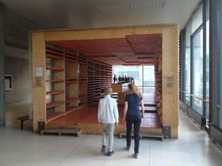 Pavillon aussen: moderne Häuser von tillschweizer.co