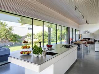 Cozinhas modernas por Schenker Salvi Weber Moderno
