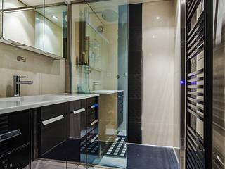 Baños de estilo moderno de CARRELAGES ET SALLES DE BAINS BIGGI Moderno