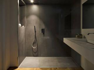 spazio: Bagno in stile  di luogo comune