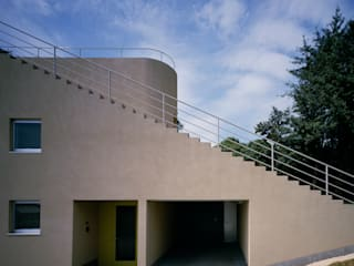 Step House 久保田章敬建築研究所 Modern Houses