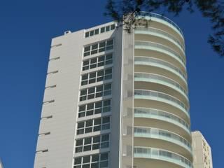 White Tower: Case in stile  di restauri & costruzioni srl