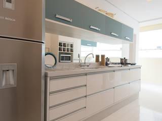Cocinas de estilo  de Renata Cáfaro Arquitetura, Moderno