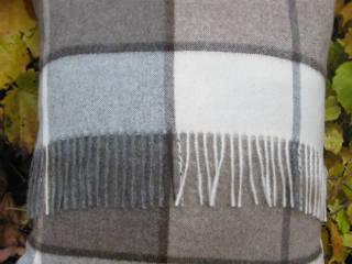 Coussin alpaga à franges écossais brun:  de style  par Sweet Alpaga