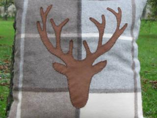Coussin tête de cerf écossais brun:  de style  par Sweet Alpaga