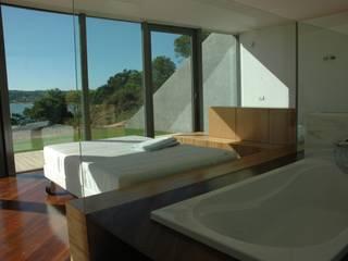Casa II: Quartos  por A. BURMESTER ARQUITECTOS,Moderno