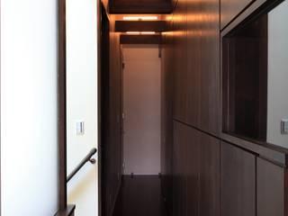maison M モダンスタイルの 玄関&廊下&階段 の 株式会社伏見屋一級建築士事務所 モダン