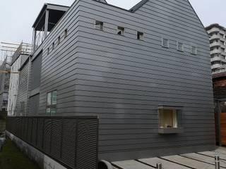 木造3階バリアフリー住宅 モダンな 家 の 桑原建築設計室 モダン