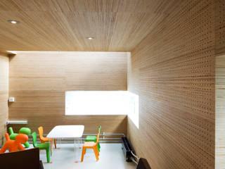 Deckon Asma Tavan Sistemleri – DeckoWood: minimal tarz tarz Çocuk Odası