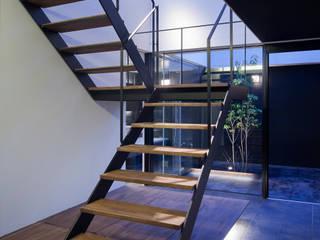 ウキバコ モダンスタイルの 玄関&廊下&階段 の (株)建築デザイン研究所 モダン