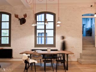 Siilas Hay en vivienda en Barcelona:  de estilo  de AIXŌ
