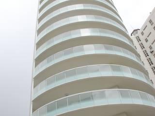 WHITE TOWER - Lignano Sabbiadoro (Ud): Case in stile  di restauri & costruzioni srl