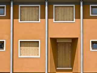 Complesso EX TEAZER a Piazzola sul Brenta (PD): Case in stile  di Marco Zorzanello