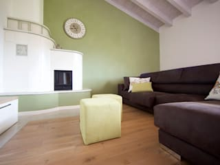 Salas de estar ecléticas por Modularis Progettazione e Arredo Eclético