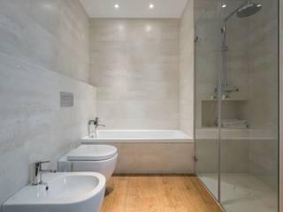 Baños de estilo moderno por LLIBERÓS SALVADOR Arquitectos