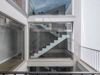 LLIBERÓS SALVADOR Arquitectos Pasillos, vestíbulos y escaleras de estilo moderno