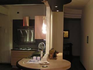 Ristrutturazione di un appartamento privato: Cucina in stile in stile Moderno di Studio d'Architettura 'Leptis Magna'
